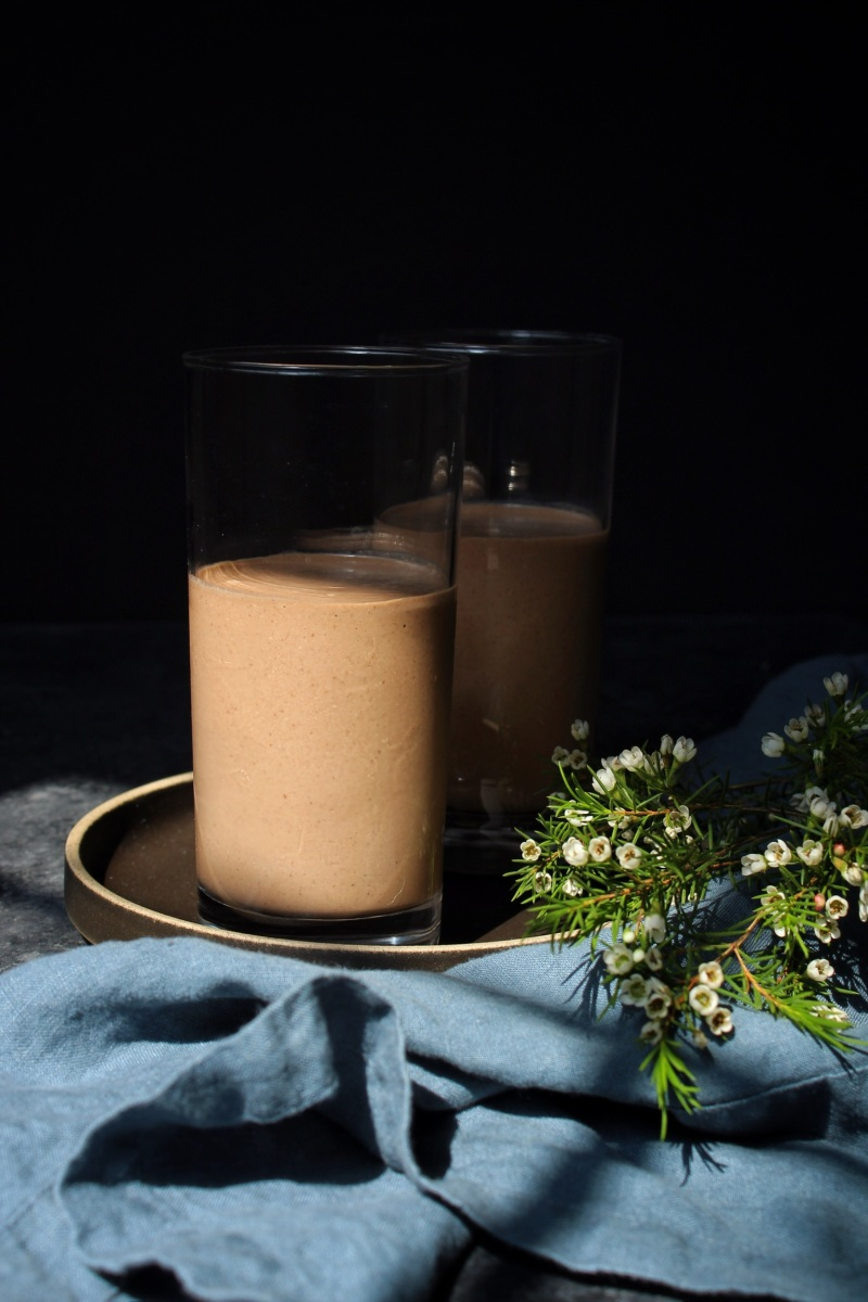 Creamy Chocolate Super Smoothie (Paleo, Vegan, Plant Paradox-friendly, & sugar-free)